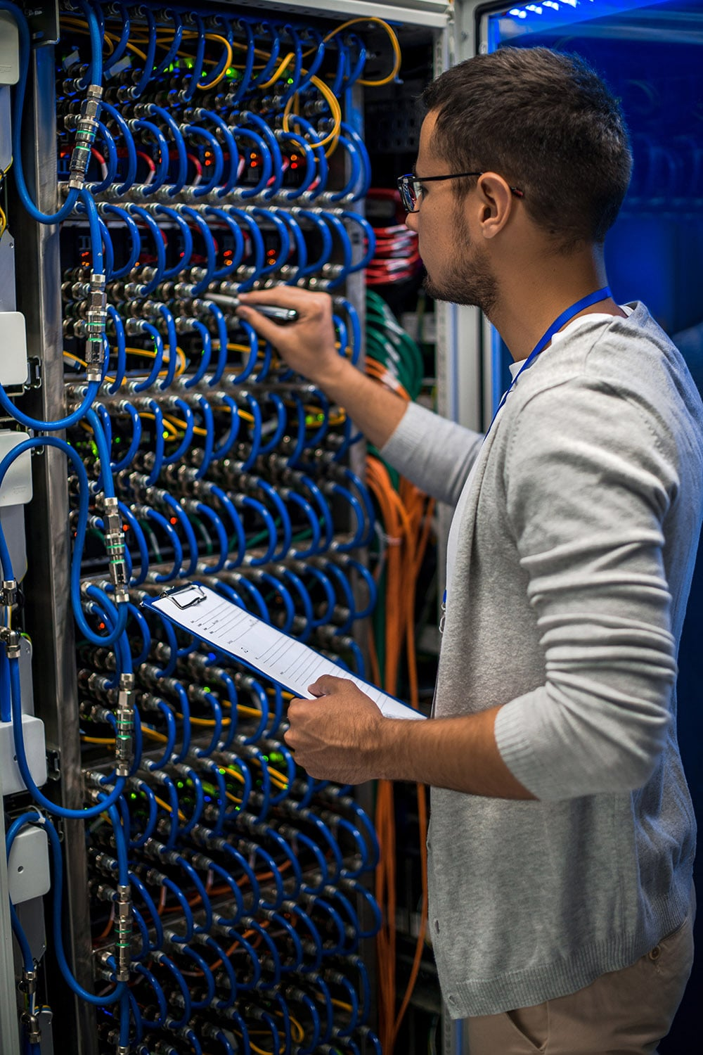 it-professional-working-with-servers-6LYBP4W-min.jpg