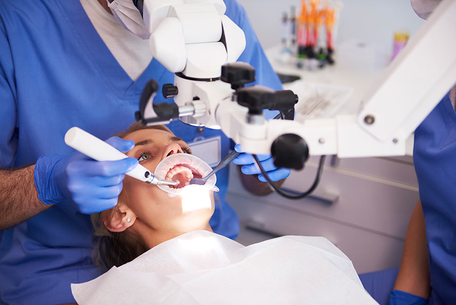 young-woman-at-the-dentist-LZGFZN9.jpg