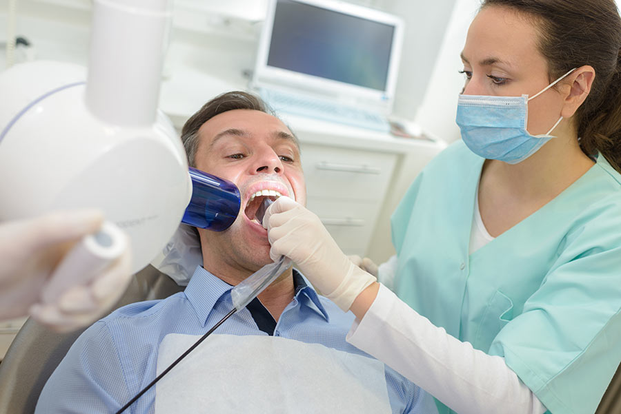 dentist-doing-digital-xray-in-dentist-office-PEYMCLT.jpg