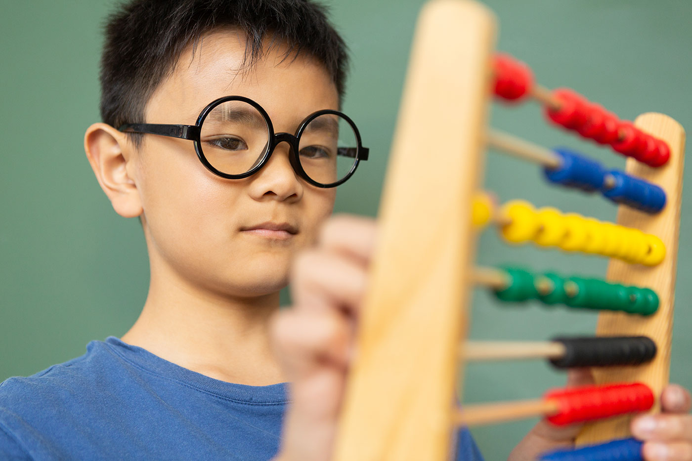 boy-learning-math-with-abacus-in-a-classroom-at-DE9N3LX-min.jpg
