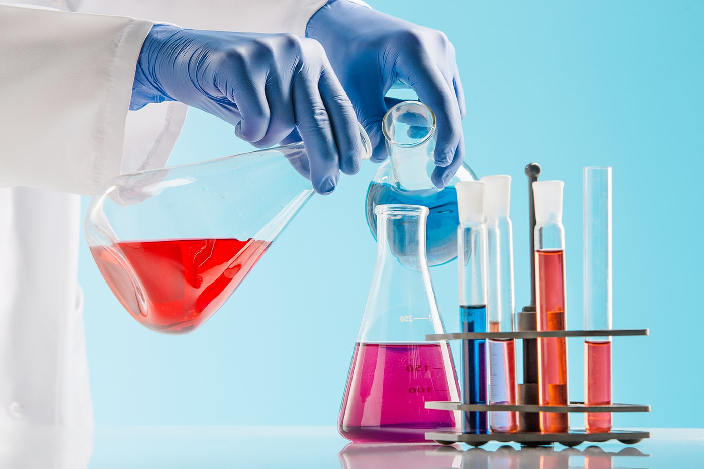 experiments-in-a-chemistry-lab-conducting-an-P6H2MMS-min.jpg