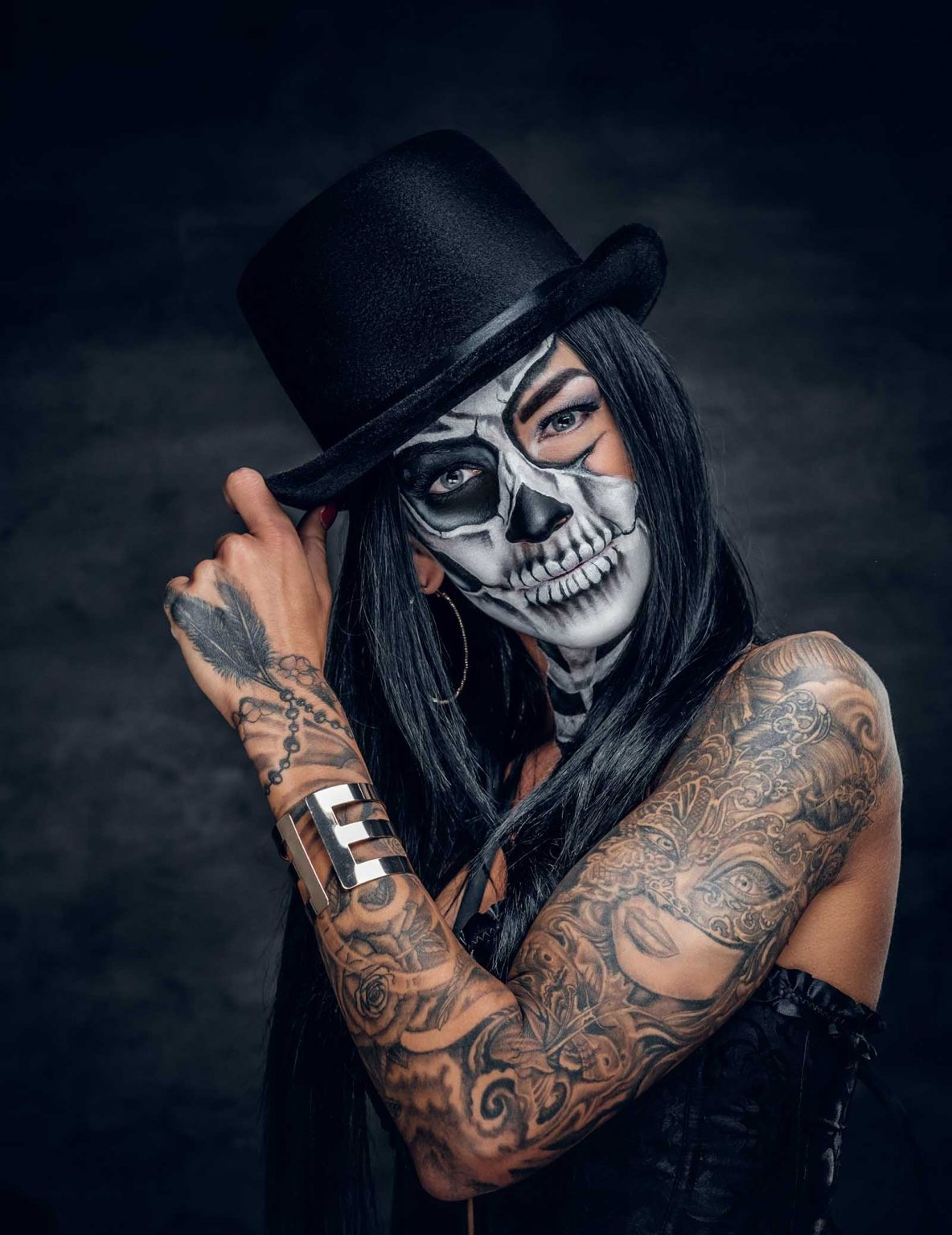 a woman with painted skull face JM5N6AU